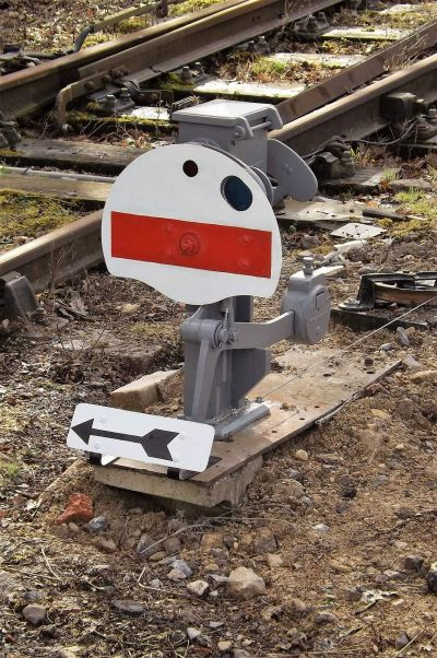 The exit shunt signal from the Engineers Siding has been replaced with a more prototypical type and repositioned.