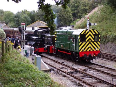 Sentinel 7109 Joyce with class 08 and 03 diesel shunters